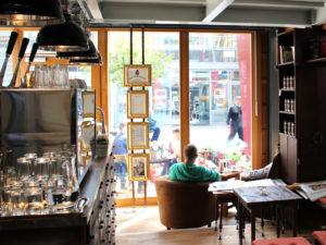 Im Café Jan Cornelius wird der Kaffee mit viel Leidenschaft und Handarbeit zubereitet.