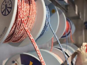 100 kleine Teile für den Segelbedarf gibt es im Skipper-Shop