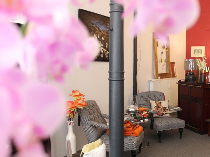 Im Bel Étage in der Puschkinstraße 42 stehen die ausgesuchten Möbel und Wohnaccessoires auf einer großzügigen Verkaufsfläche.
