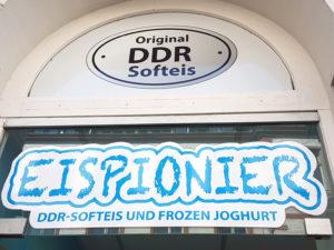 Das originale DDR-Softeis galt bereits als ausgestorben. Beim Eispionier in den Mecklenburgstraße der Schweriner Altstadt hat das Rezept ein Comeback.