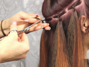 Im Salon MadCut in der Buschstraße 12 wirbeln heute bis zu 8 Friseure und 3 Auszubildende. Bis zu diesem Erfolg war ein es ein arbeitsreicher Weg für die Inhaberin Katrin Meier.