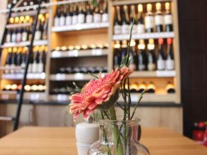 Das Weinhaus Uhle hat eine lange Tradition und wurde vom Ehepaar Frymark wieder in deinen alten Glanz zurück versetzt.