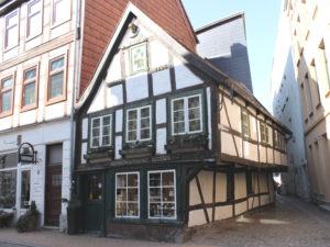 Der älteste, familiengeführte Handwerksbetrieb ist wohl die Kunstdrechslerei Zettler. In Schwerin kennen alle das kleine Fachwerkhäuschen der Familie in der Buschstraße.