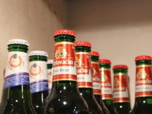 Im Bierpostamt in der Münzstraße 31 gibt es 400 verschiedene Biersorten aus rund 50 Ländern aller Kontinente unserer Welt.