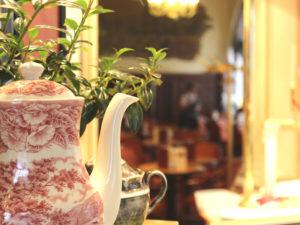 Das traditionelle Café Prag mit seinen berühmten Torten und einer weit zurückreichenden Kaffeehausgeschichte ist einer der ersten Adressen in Schwerin.