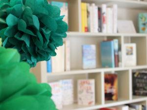"""""""Ein guter Tag – Literatur & so"""" ist der Name des Buchladens in der Schweriner Altstadt, der hält was er verspricht. Schon das Betreten des Geschäftes in der Buschstraße 16 ist der Beginn für einen wirklich guten Tag."""