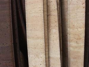 Im Schweriner Kork-Laden in der Schmiedestraße 4 dreht sich alles um ein beliebtes Naturprodukt, die Korkrinde. Taschen, Untersetzer, Schuhe, Gürtel, Krawatten und sogar Regenschirme gehören zu dem vielfältigen Sortiment.