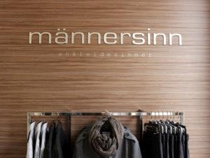Das Compromis Label & Lounge ist eine der ersten Adressen für Modebegeisterte in Schwerin. Mit ihren klaren Linien und Atmosphäre bietet die Boutique ein besonderes Shoppingerlebnis.